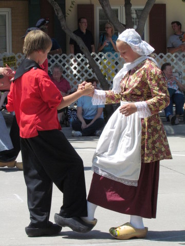 Traditional dutch dancing