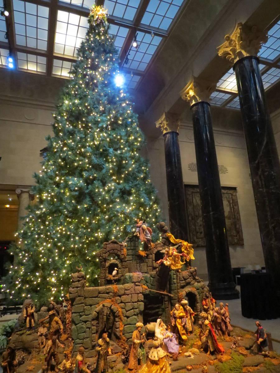Kansas City Plaza Shines Light On Holiday Season The