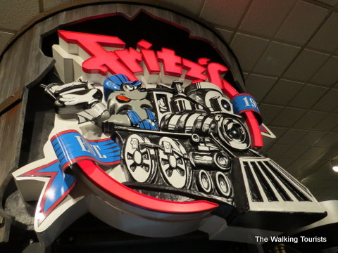 Fritz's Restaurant delivers meals by train at Crown Center Mall