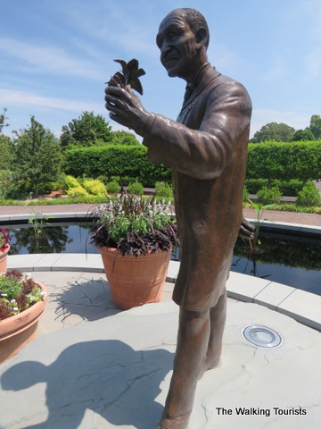 Statue of George Washington Carver at Missouri Botanical Gardens