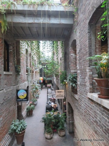 The Old Market S Passageway Turns An Old Alley Into An Omaha Attraction The Walking Tourists