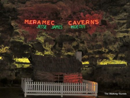 Missouri's Meramec Caverns 'cool' cave formation view
