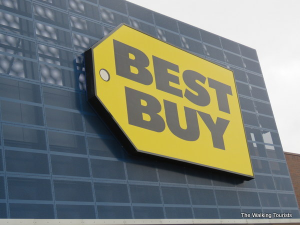 First Best Buy Store opened in Roseville, MN