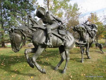 Wagons Ho! Omaha sculptures tell pioneer story