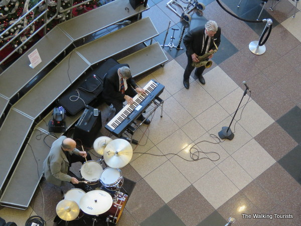 Jazz band plays Christmas music at Crown Center