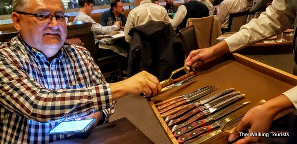 The restaurant offers a case of knives that you can persoanluy choose the steak knife you like.